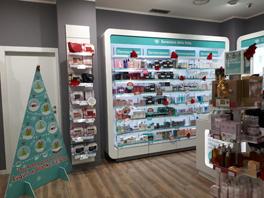 interni della nuova Lloyds Farmacia Comunale di via Pacinotti