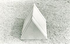 Ugo La Pietra, prototipo di un elemento del progetto Occultamento, 1972 - Foto 1
