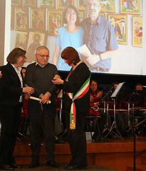 Foto di Maria Grazia Mussi e Silvano Radaelli con il Sindaco Concettina Monguzzi