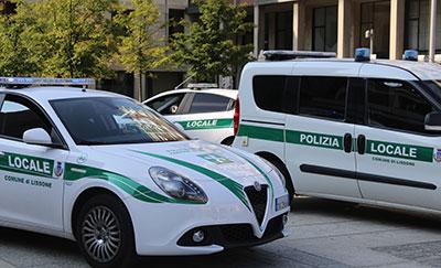 Immagine con auto della Polizia Locale