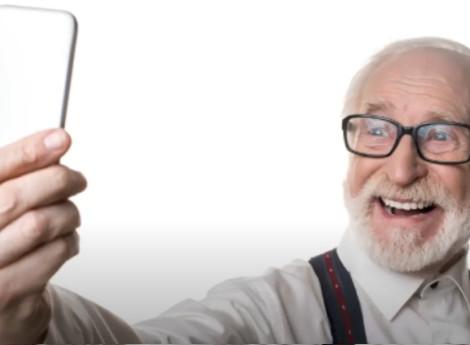 Anziano sorridente