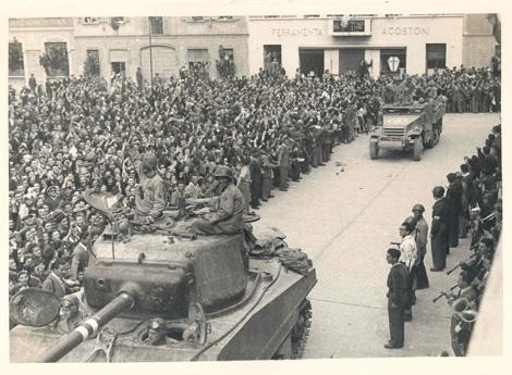 Immagine d'epoca: gli alleati in città