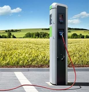 Lissone - Colonnina per la ricarica dei veicoli elettrici in via Maggiolini. Nel 2020 al via il servizio di car-sharing in città