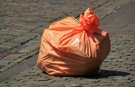 Scarico abusivo di rifiuti, un costo per la collettività