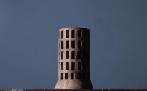 Michele De Lucchi, Edificio vuoto 320, agosto 2013, legno di noce, cm 33,5 x 59 ø Foto © Michele De Lucch