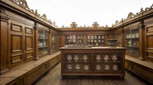 Interno farmacia conventuale Milano