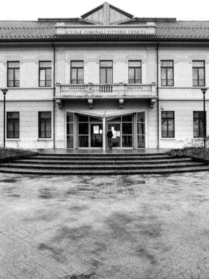Biblioteca Civica (ingresso)  - Lissone 2006