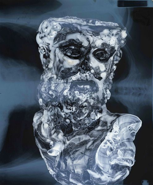 Massimo Pulini, Interno rotto, 2020, olio su radiografia, 43 x 35 cm.