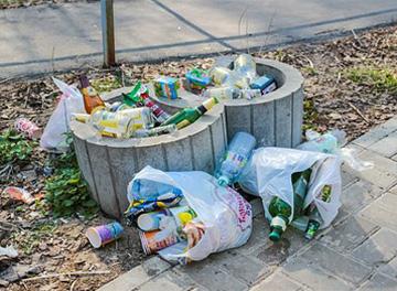 foto rifiuti abbandonati