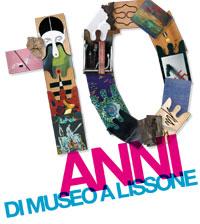 """Frammento manifesto mostra """"DIECI ANNI DI MUSEO A LISSONE - Una collezione che cresce"""""""