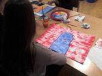 Immagine alunna che dipinge