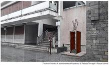 Fotoinserimento del Monumento ai Caduti della Resistenza e per la Libertà nel contesto di Palazzo Terragni e Piazza Libertà